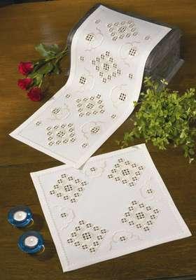 Cream Diamond Table Centre - click for larger image