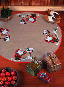 Santa with birds Christmas tree skirt - click for larger image