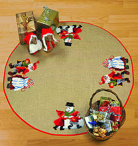 Snowman Christmas tree skirt - click for larger image