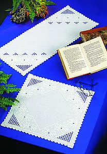 White daisy table runner - click for larger image