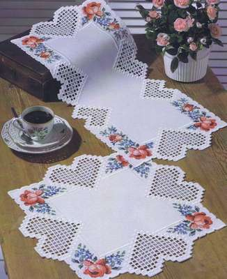 Hearts and Flowers table runner - click for larger image