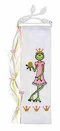 Frog queen wall hanging - Counted cross stitch