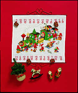 Train and elves Advent Calendar - click for larger image