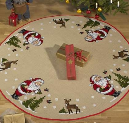 Santa and Deer Round Tree Skirt - click for larger image