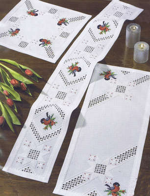 Christmas Robin table runner - click for larger image