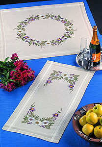 Daisies table runner - click for larger image