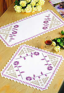 Pink rose table runner - click for larger image