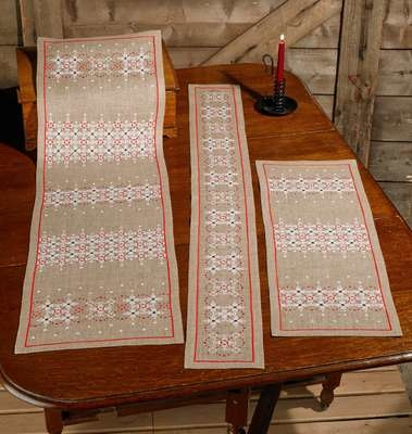 Snowflakes Table Runner - click for larger image