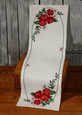 Red Roses Table Runner - click for larger image