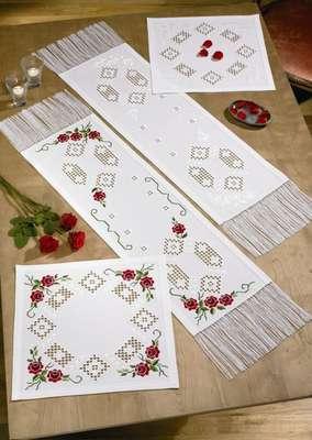 White Roses long table runner - click for larger image